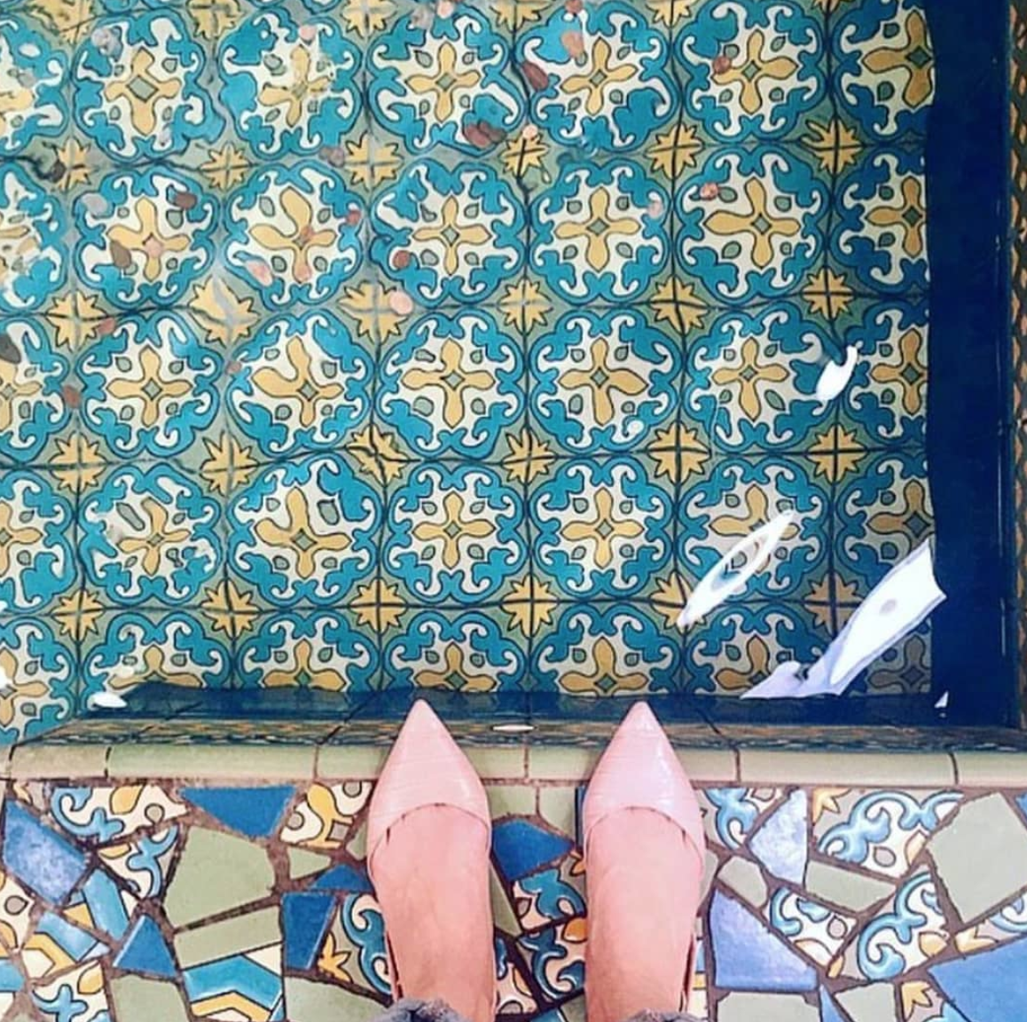"Women Who ""at"" I Have This Thing With Tiles While in Lisbon."